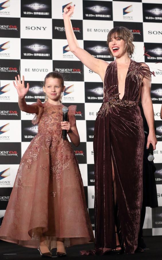 Мила Јовович со ќерка си