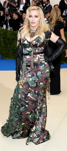 Мадона во Moschino